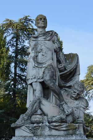 Der Tod des Turnus. Vergil-Denkmal in Mantua, der Geburtsstadt des Dichters